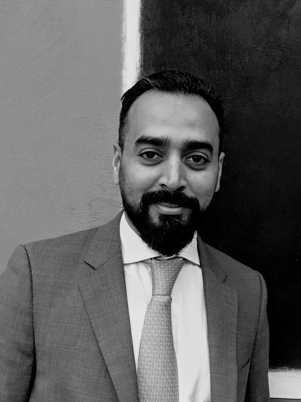 Ziyad Mohammed - Planning stratégique et Gestion de risque |Expert de la chaîne logistique dans l'industrie du luxe.Originaire d'Inde, et résident aux Emirats Arabes depuis plus de trente années, Ziyad est titulaire d'un MBA. Il présente une expertise significative dans la vente au détail (retail), principalement dans les régions du Moyen-Orient, de l'Afrique et de l'Inde.Sa capacité à ouvrir de nouveaux marchés à l'international, son talent pour encadrer les équipes et son regard affuté, constituent autant d'atouts qui sont insufflés au sein de de La Maison Hubert.
