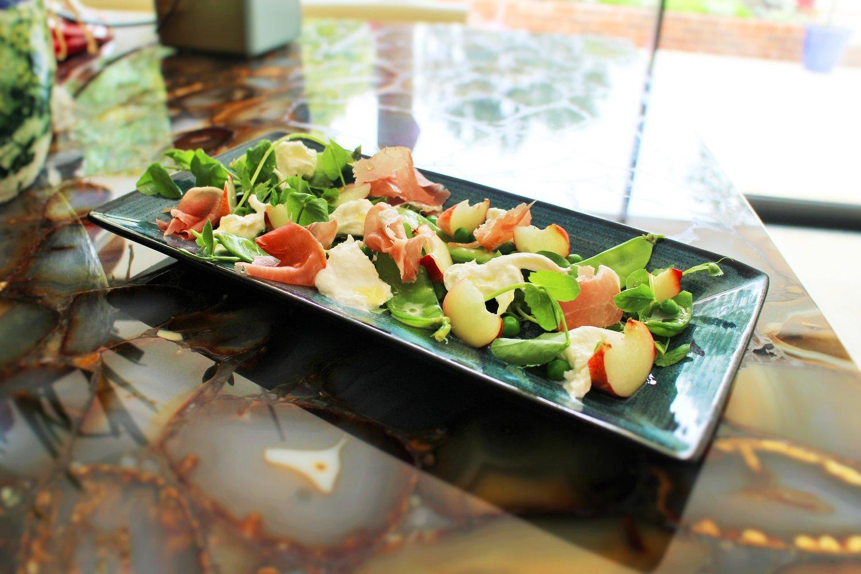 Insalata Di Burrata Piselli Prosciutto E Pesca Bianca Salad Of Burrata Fresh Peas Pea Shoots Prosciutto And White Peach Neapolitan Girl