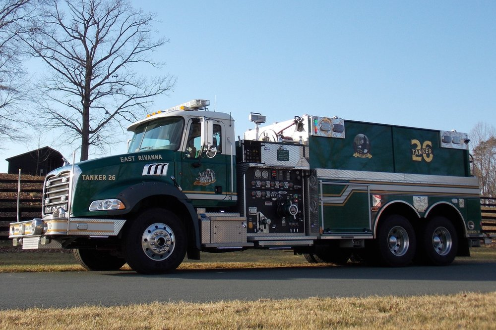 TANKER 26   • 2010 MACK GRANITE, DRY-SIDE TANKER • 2,500 GALLONS OF WATER