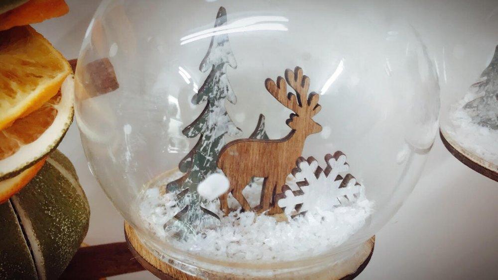 Xmas decs glass reindeer.jpg