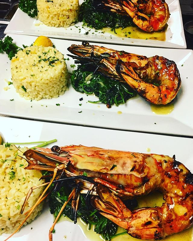 Dads only deserve the best today! Come out and have some amazing prawns at rafina for this special day.#greekfood #yelp #yum #deezgreeks #bocaraton #rafinagreektaverna #prawns #delicious #soflo #fathersday
