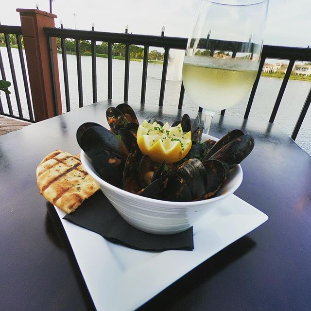 Mussels on the boardwalk!! Need we say more ... #greekfood #greeklife #deezgreeks #bocaraton #mussels #muscle #yelp #rafinagreektaverna #theu #greeksters