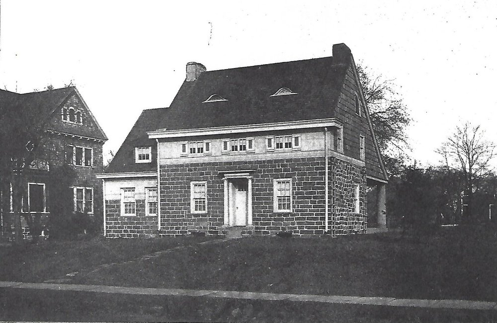 Leonia's early prominent landowners - One of Leonia's early prominent landowners was Thomas Moore. The Moore family's second home, built in 1815, is adjacent to the library.Second Moore Home built in 1815 on Fort Lee Road (photo taken in 1912 for the magazine American Homes & Garden)