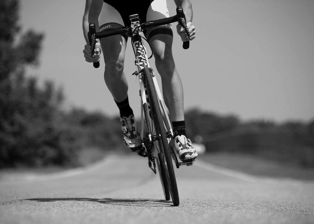 BW_cycling-bicycle-riding-sport-38296.jpg