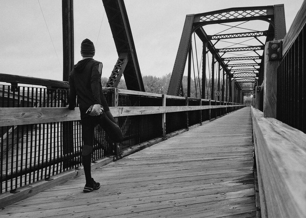 BW_Urban Runner_bridge pexels-photo-221210.jpg