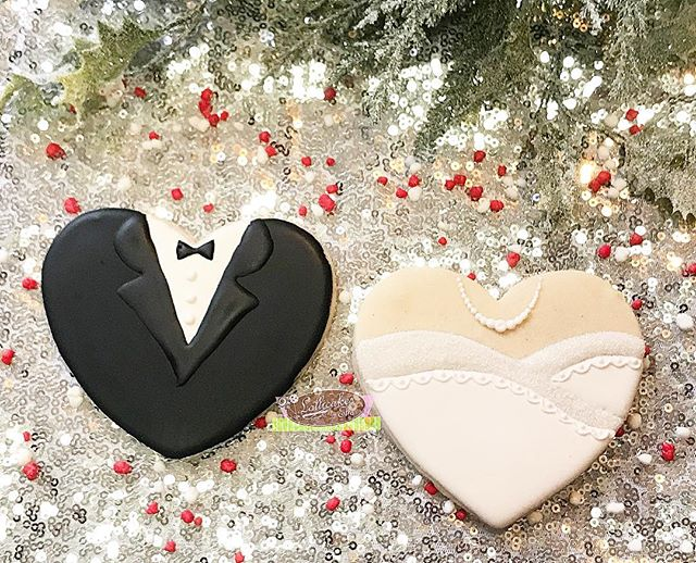Winter Wonderland Wedding for this weekend and i am excited to do the full dessert table and pretty proud of how these Bride and Groom Sugar Cookies came out #weddingcookies #sugarcookies #sugarcookiesofinstagram #brideandgroomcookies  #winterwonderland #wedding #lollicakesbyella