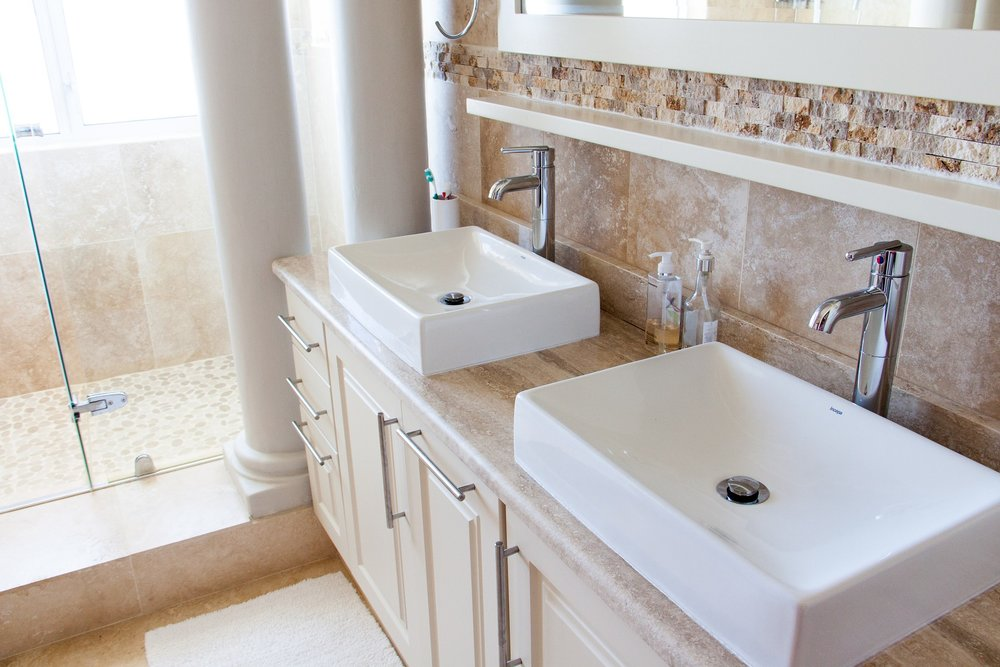 bathroom-1371961_1920.jpg