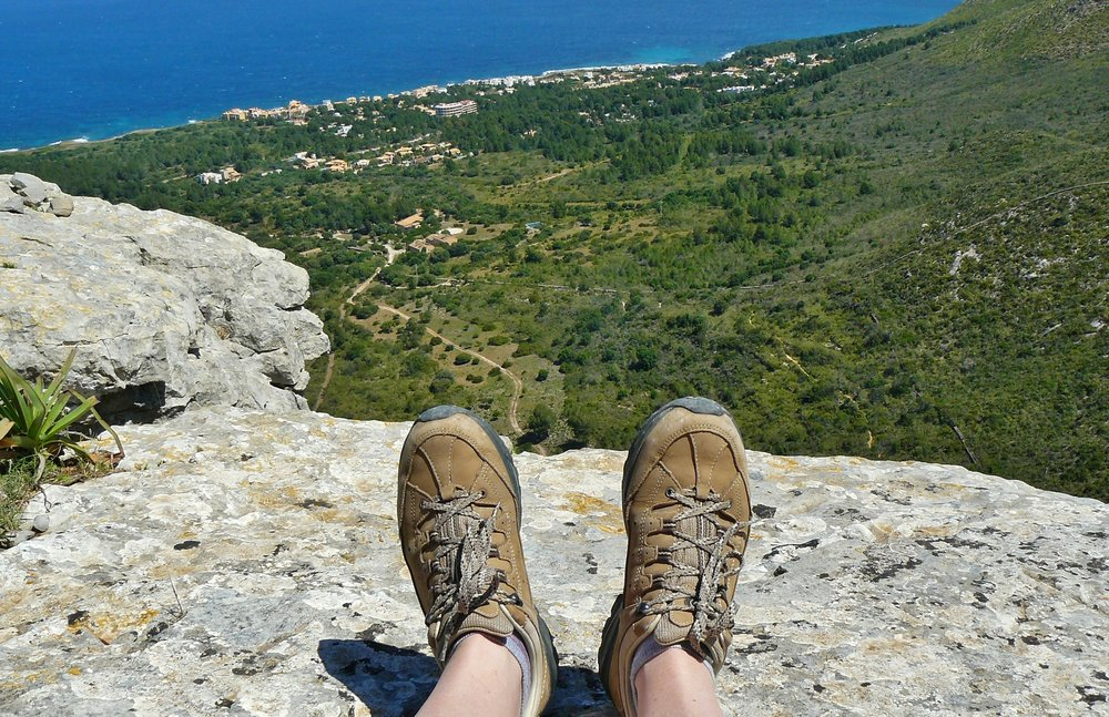 Guide on Where and How to Buy The best hiking boots : by angeloutdoors.com