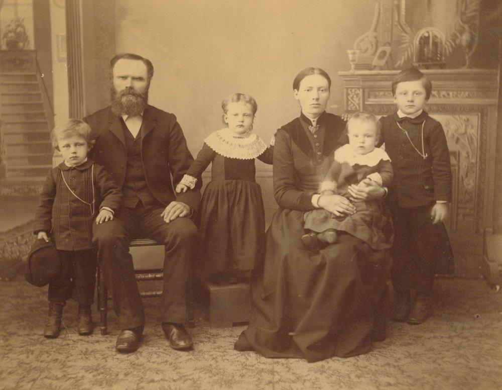 1800-Family-photo.jpg