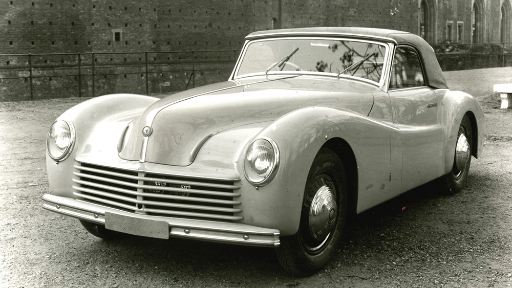Photo:  This copy of the Super Sport convertible PF was taken by Eolo Malinverni, January 19, 1944 in the usual setting of the Castello Sforzesco in Milan. Source: Alfa Romeo 6C 2500 by Anselmi, Editorial Domus 1993, Page 105 (different car).  Photo Rights