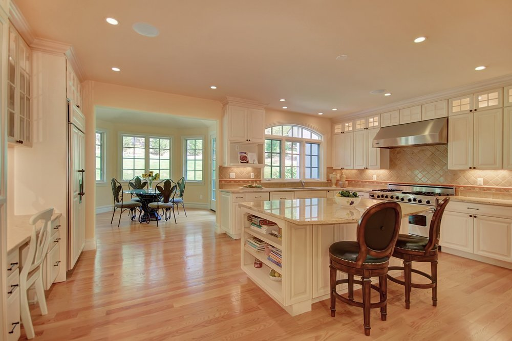 13 Laurelwood kitchen.jpg