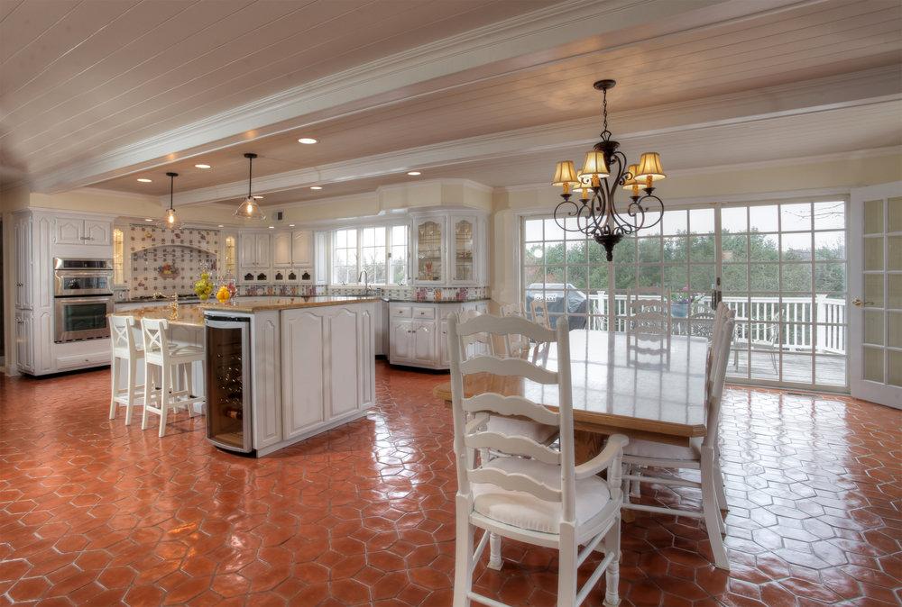 Kitchen Breakfast room - middle left.jpg