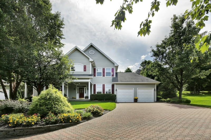 Basking Ridge<br>Offered at $919,000