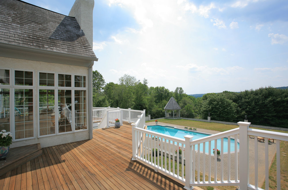 Deck with views - bottom left.jpg