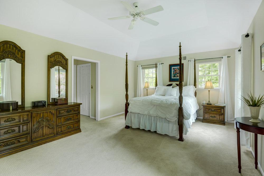 17 Master Bedroom _DSC5003_4_5_6_7.jpg