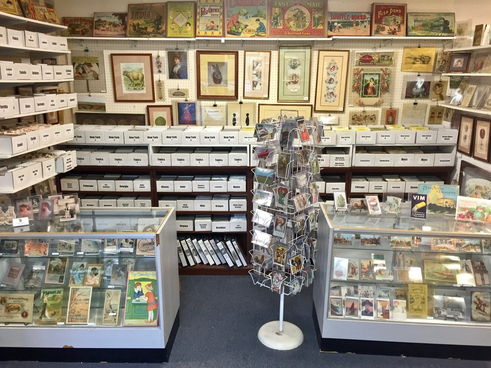 WOLF CREEK PAPER ANTIQUES   Wolf Creek Paper Antiques sells postcards, tradecards, valentines, photographs, rewards of merit, business cards, Victorian paper, diecuts, scrap and all kinds of ephemera.