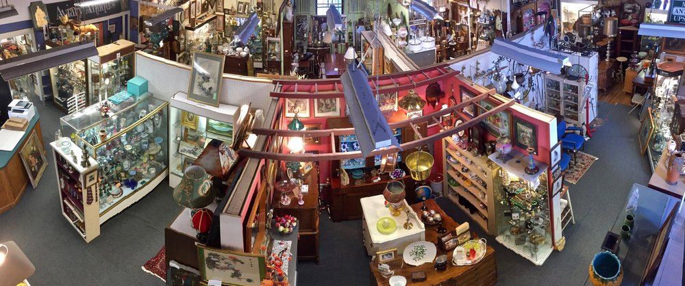 Panoramic view of the 1st floor of The Summit Antiques Center