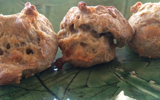 hot little cheesy biscuits | a raisin & a porpoise