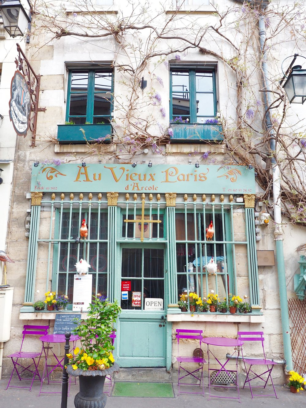 Experience Paris like a local.