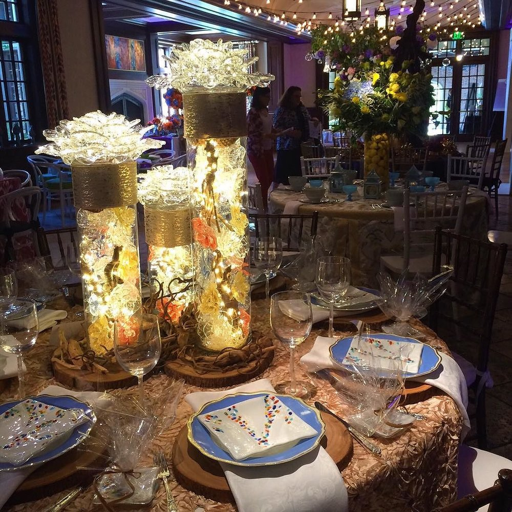 "<a href=""/shop-flowers/"">VIEW AVAILABLE CENTERPIECES</a>"
