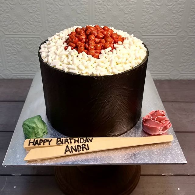 🍣 🎂 complete with ginger and wasabi #cakesthatdontlooklikecakes