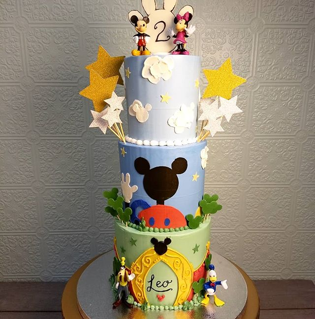 This was quite the Mickey tower! #mickeycake #nofondant