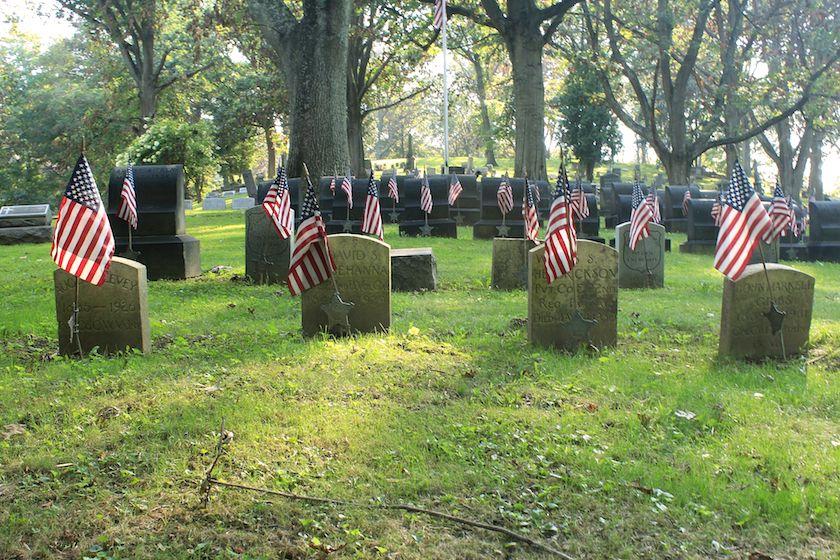 Graves of Civil War Veterans. Photo by James Roberts / CC BY-SA 4.0