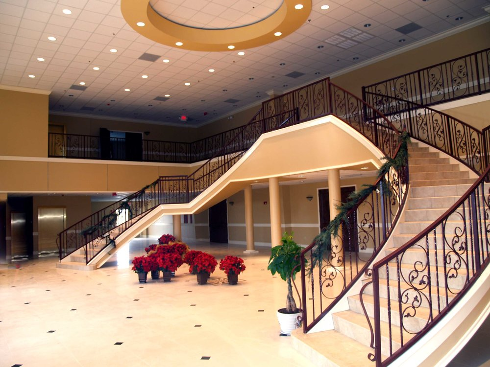 Nestled upon 4 acres of land, Signature Manor  along with Houston Event Planning offers absolutely everything you need for a memorable wedding celebration. With a total of 5 lavish ballrooms, Open up to nature in one of two upstairs ballrooms, each with an attached private balcony.