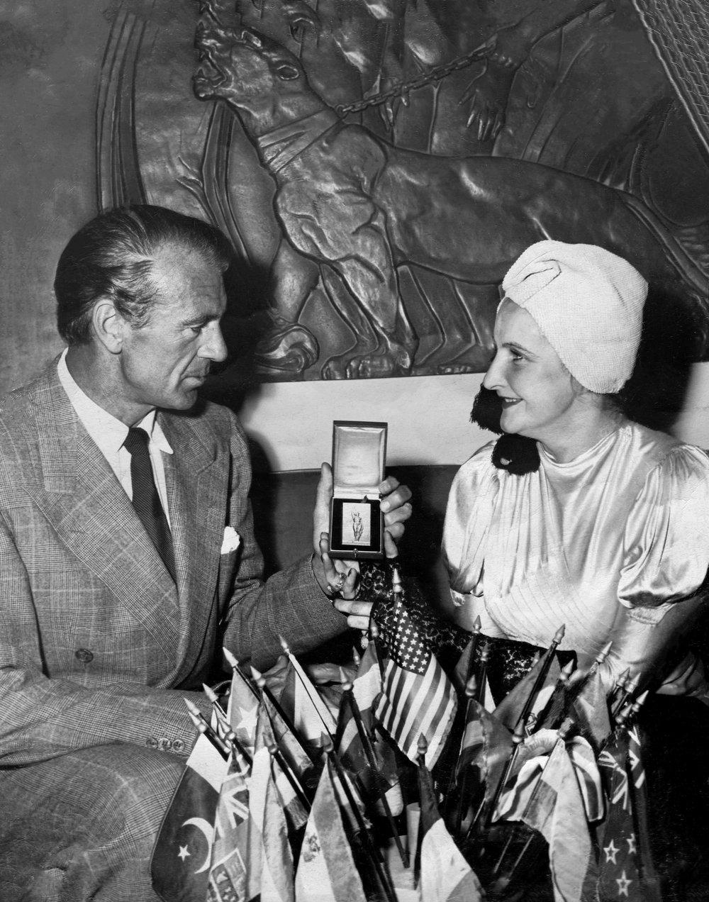 1948 HFCA Gary Cooper, Kira Appel (pr) Re 4_1.JPG