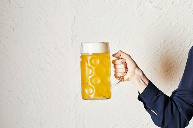 HAPPY HOUR 4-6pm daily $8 selected beer/wine + a free snack! You can't come to a Berlin-diner and not drink beer 😁 Okay maybe you can. Our drinks list include not only crisp German beers, but also mid European wines (and local variations) as well as some Berlin-inspired cocktails. Prost!