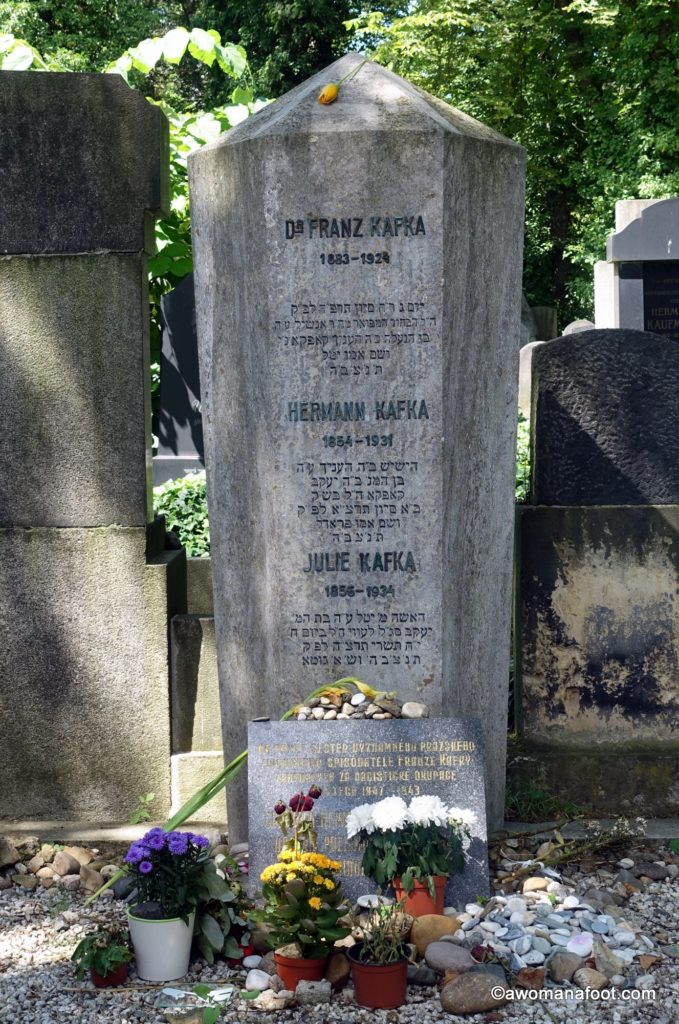 The New Jewish Cemetery in Prague - a beauty beyond Kafka's grave. awomanafoot.com