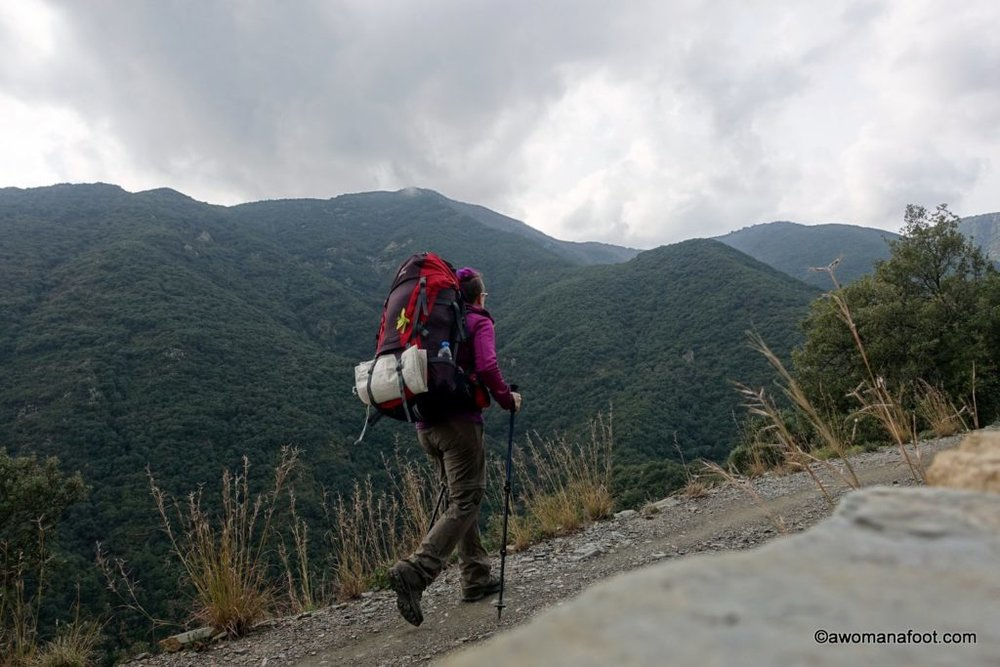Why I love hiking solo: on the benefits and liberating values of hiking alone as a 40+ yo woman. awomanafoot.com