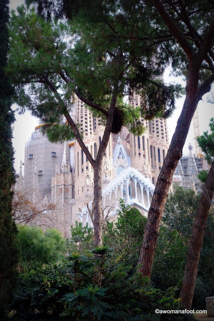 Sagrada Familia: see the gallery of the most unique and stunning church in Europe! Barcelona, Spain | what to see in Barcelona | Best in Barcelona | Is it worth to see Sagrada Familia? | Awomanafoot.com
