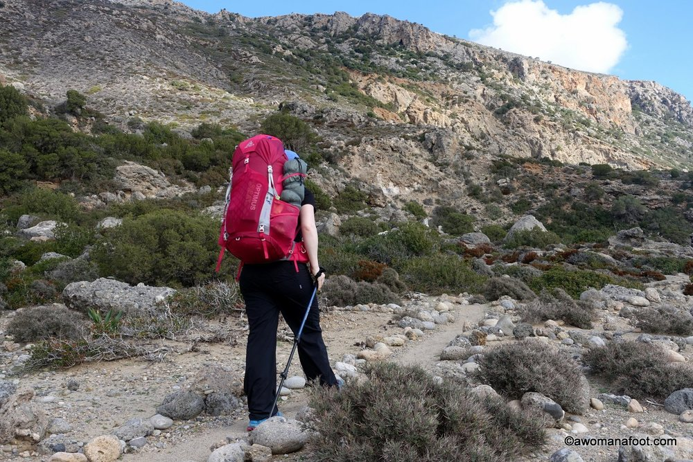 Breath-taking views, never-boring trail and fantastic ruins of ancient glory - is that the best day hike on Crete? Check the next step in my adventures in hiking solo on Crete: from Paleochora through Lissos to Sougia. #Crete #hikingsolo #dayhike #E4Trail #femalehikers | Beautiful Hikes on Crete | What to do on Crete | Cretan Nature | Hiking Trails on Crete | Women solo travelers | Awomanafoot.com