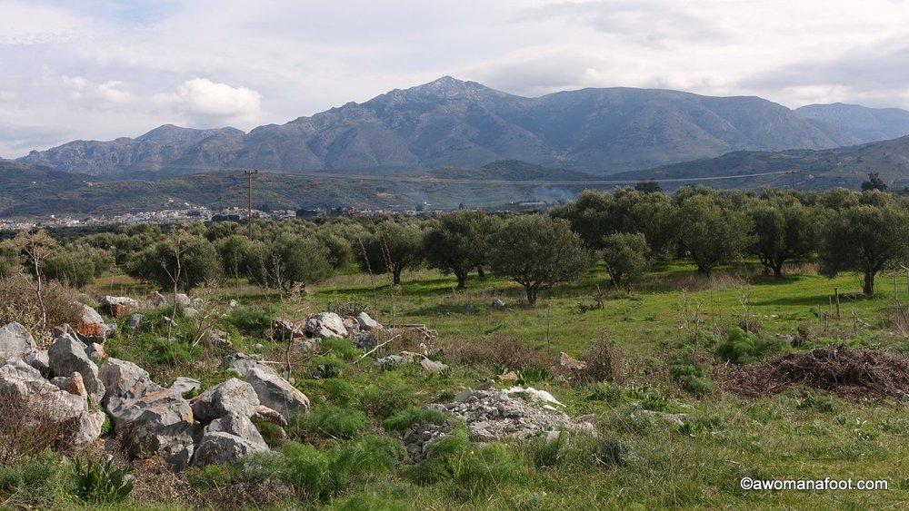 My big Cretan solo adventure along the E4 trail is about to end! Check my report on the last two days of the trek, from the area of Archanes, through Myrtia, Apostoli do Kasteli. #E4trail #Hiking #solo #Crete #Greece #HikingTrails #Backpacking | What to do on Crete | Adventure destinations | Female solo hikers | Trails for women | Trails in Europe | Wild Camping | Female Solo Camping | Awomanafoot.com