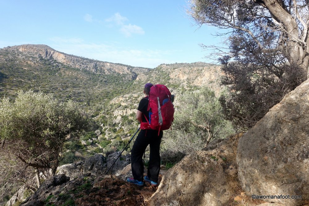 Getting the diagnosis of Fibromyalgia does not mean you cannot enjoy the Great Outdoors anymore! Quite to the contrary: hiking in Nature can help ease FM symptoms, bring relief, and strengthen the body. Learn about hiking with fibromyalgia with some great tips @ AWOMANAFOOT.COM! #Fibromyalgia #Hiking #FM #Wellness #HikingBenefits #Nature #Outdoors Low-impact activity for fibromyalgia | How to go hiking with fibromyalgia | Best exercise for fibromyalgia | Tips on dealing with fibromyalgia |