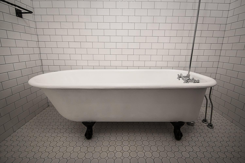 Kootenay Tub Fiberglass Repairs - Can you refinish a fiberglass tub