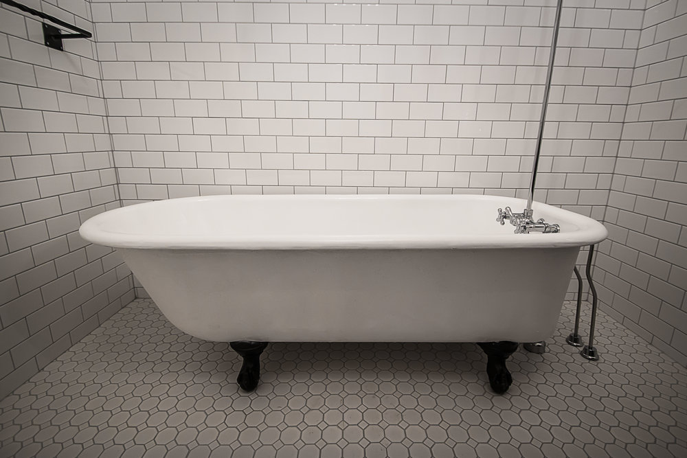 Cranbrook Kimberley BC CAST IRON CLAW FOOT TUB page — Kootenay Tub ...