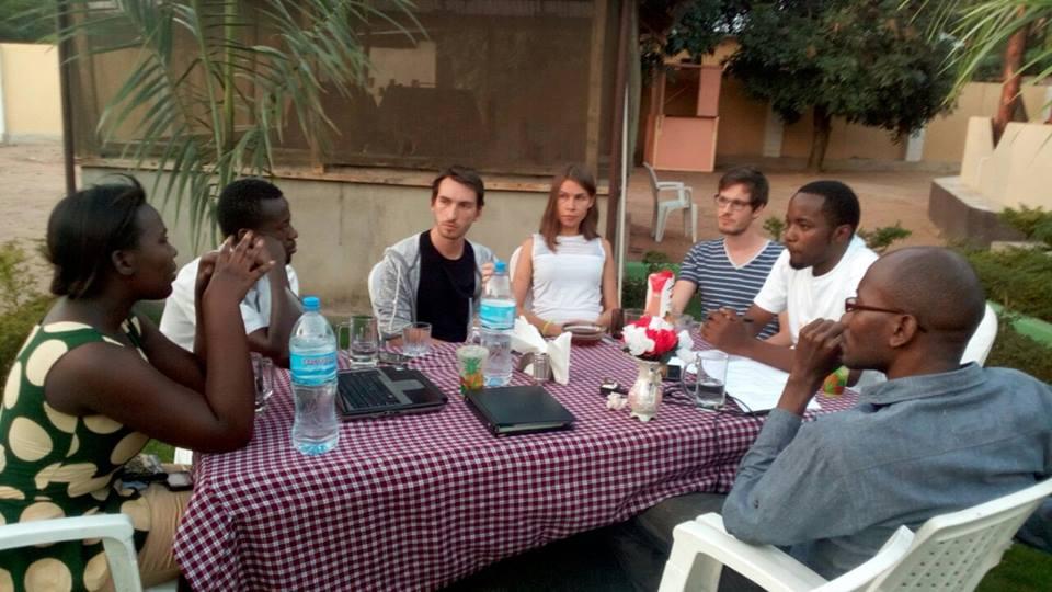 Photo d'une réunion historique de CODEWA à l'hôtel Nazareth à Tabora en Tanzanie.