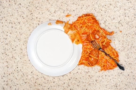 Spaghetti-plate-on-floor.jpg