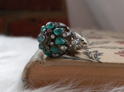 Turkish emerald and gold fashion ring