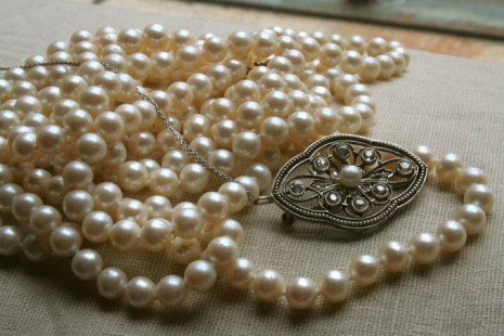 Antique double strand of pearls with decorative clasp