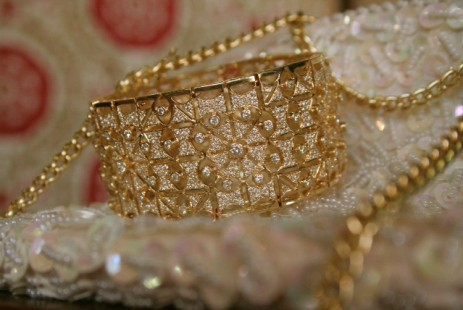 High end 14kt yellow gold vintage fashion bangle