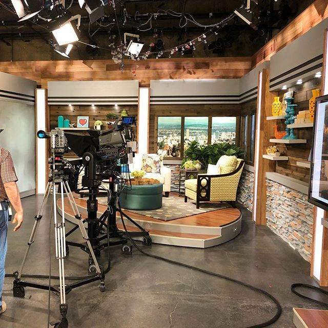Always great to stop in and spend some time at our local news stations. They're still a great way to get the word out and eyeballs on your brand. What's newsworthy about you? #portland #pdxlife #pdxlove #oregonliving #oregonlife #pdxrealestate #portlandoregon #portlandnw #portlandeats #portlandpdx #portlandhomes #portlandtattoo #portlandbeer #smallbusiness #lakeoswego #beavertonoregon #bendoregon #portlandrealtor #realestateagent #oregonrealestate #realestateagent #portlandwedding #portlandfashion #portlandbride #portlandfoodies #entrepreneur #branding #personalbranding #mediarelations #pr
