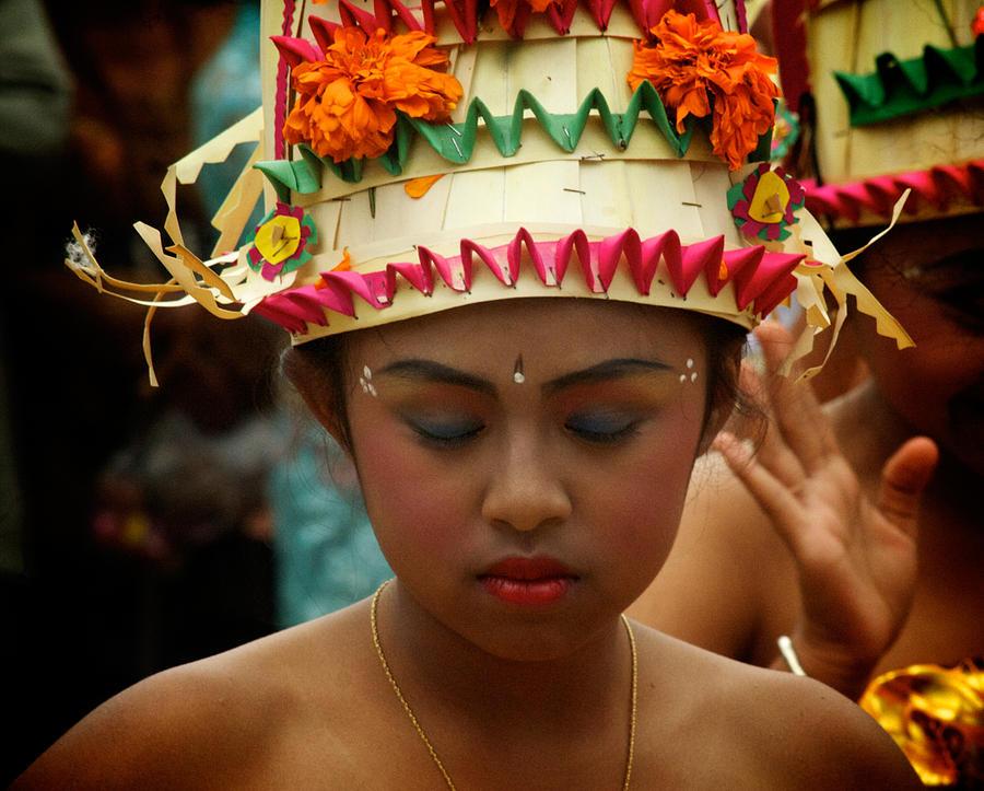 1-balinese-dancer-ari-saaski.jpg