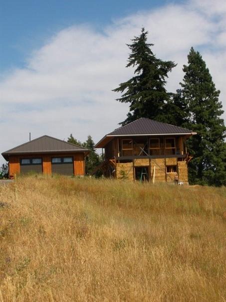 straw house.jpg