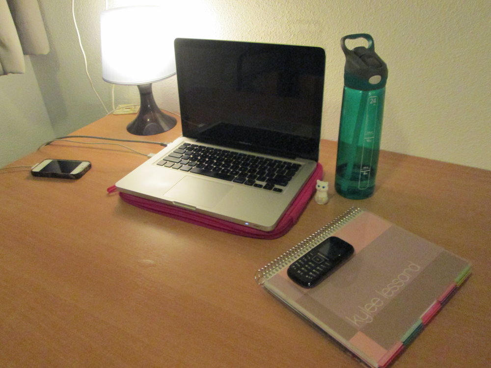 Cute little abroad desk & abroad cell phone (!)