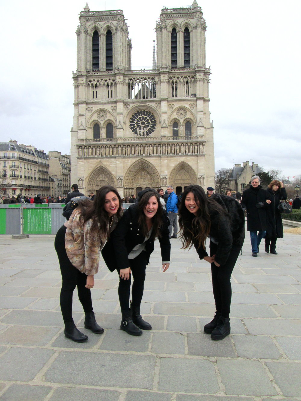 Le modern-day Hunchbacks de Notre Dame.