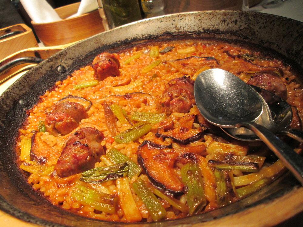 Chorizo y champinognes paella. Muy delicioso.