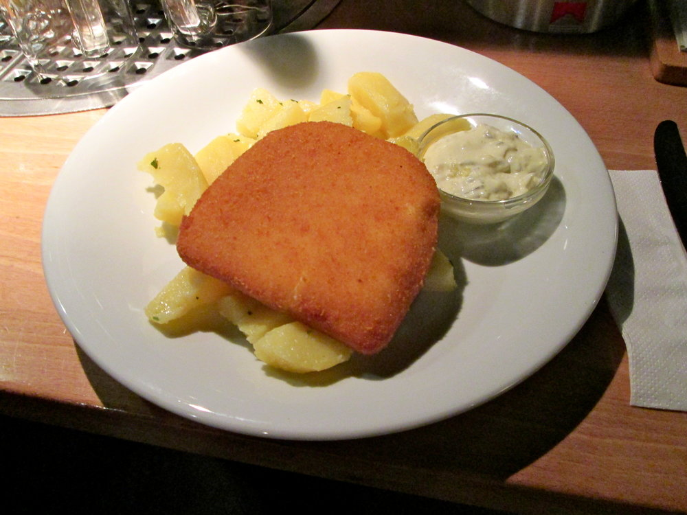 Fried edam cheese, potatoes and tartar sauce, the meal of vegetarian champions.